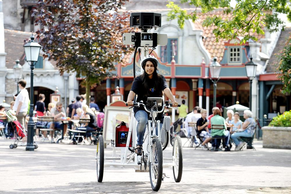 Google Street View Trike in de Efteling op het Anton Pieck Plein